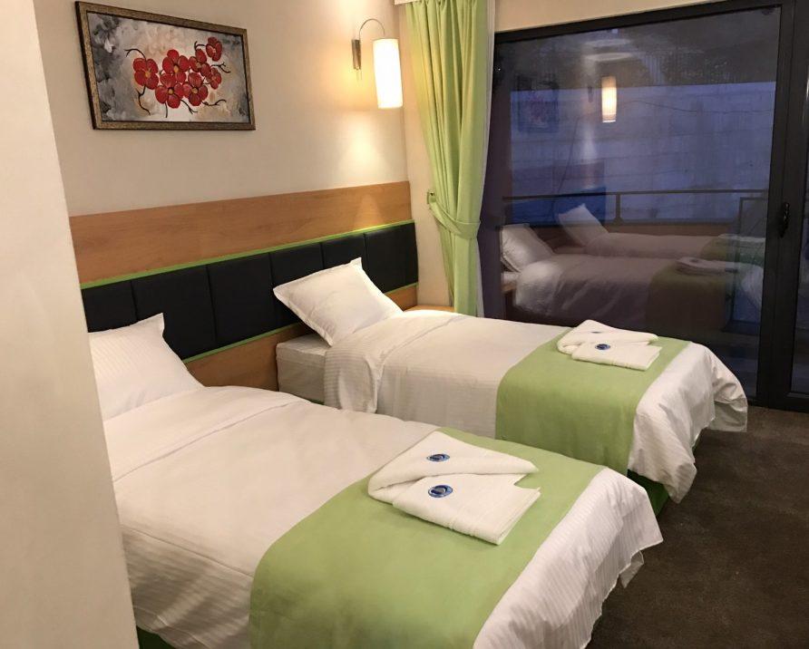 Doppel-/Zweibettzimmer mit Seeblick